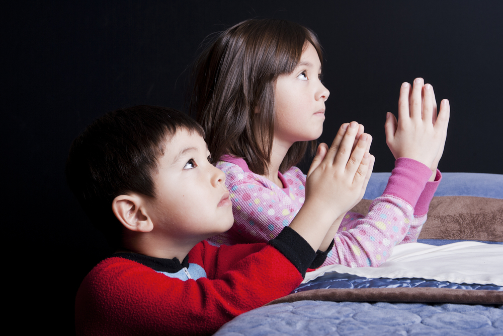 14 ways to do bedtime prayer with your kids